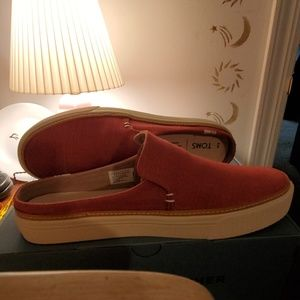 Tom's canvas slip ons NWT
